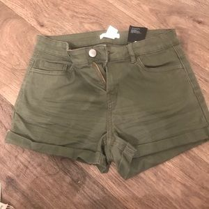 Olive H&M Essential Shorts